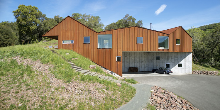 Triple Barn House / Mork-Ulnes Architects , © Bruce Damonte