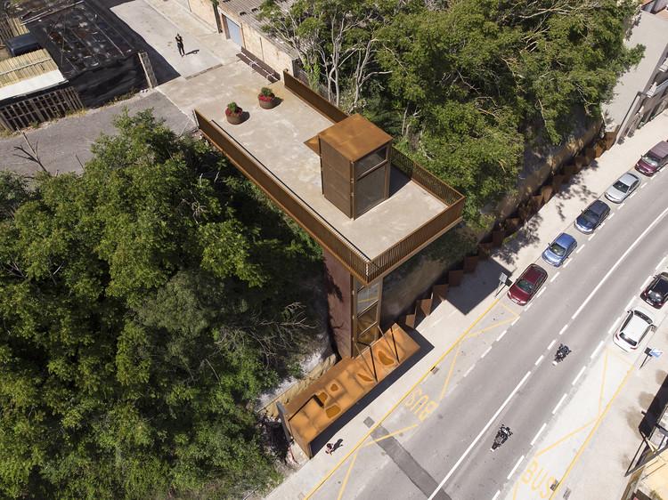 La Rampinya Elevator / Santamaria Arquitectes, © Tanit Plana