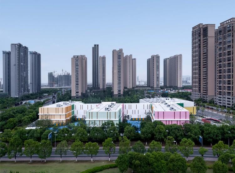 Taihu New Town Wujun Kindergarten / Tus-Design, birdview. Image © Chao Zhang