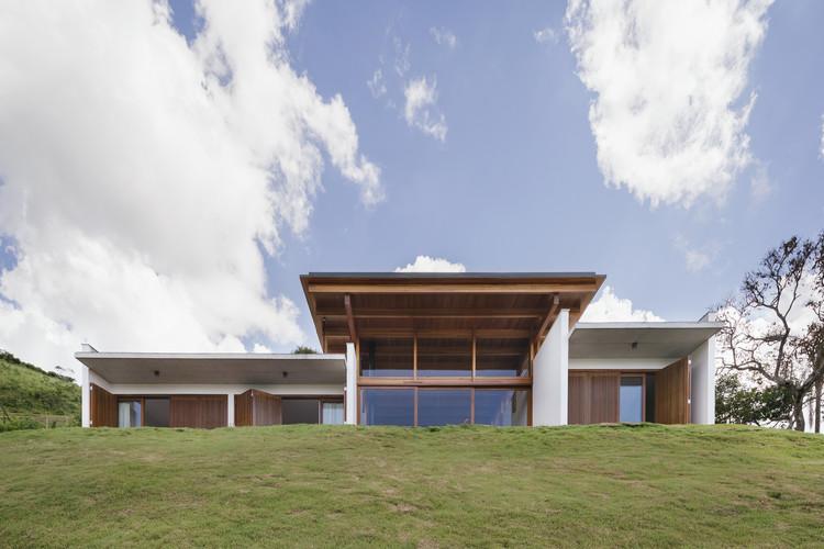 Casa do Monte / Gávea Arquitetos, © Federico Cairoli