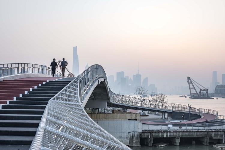 Yangjing Canal Pedestrian Bridge / Atelier Liu Yuyang Architects, © Fangfang Tian