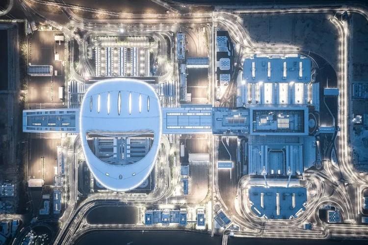 Estos 6 megaproyectos están transformando la movilidad en nuestras ciudades, El puente Hong Kong-Zhuhai-Macao incluye un puerto de control sobre una isla artificial, diseñado por ECADI. Image © Feng Shao