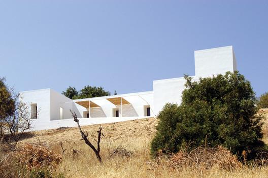 House in Boliqueime. Image Courtesy of bak gordon arquitectos