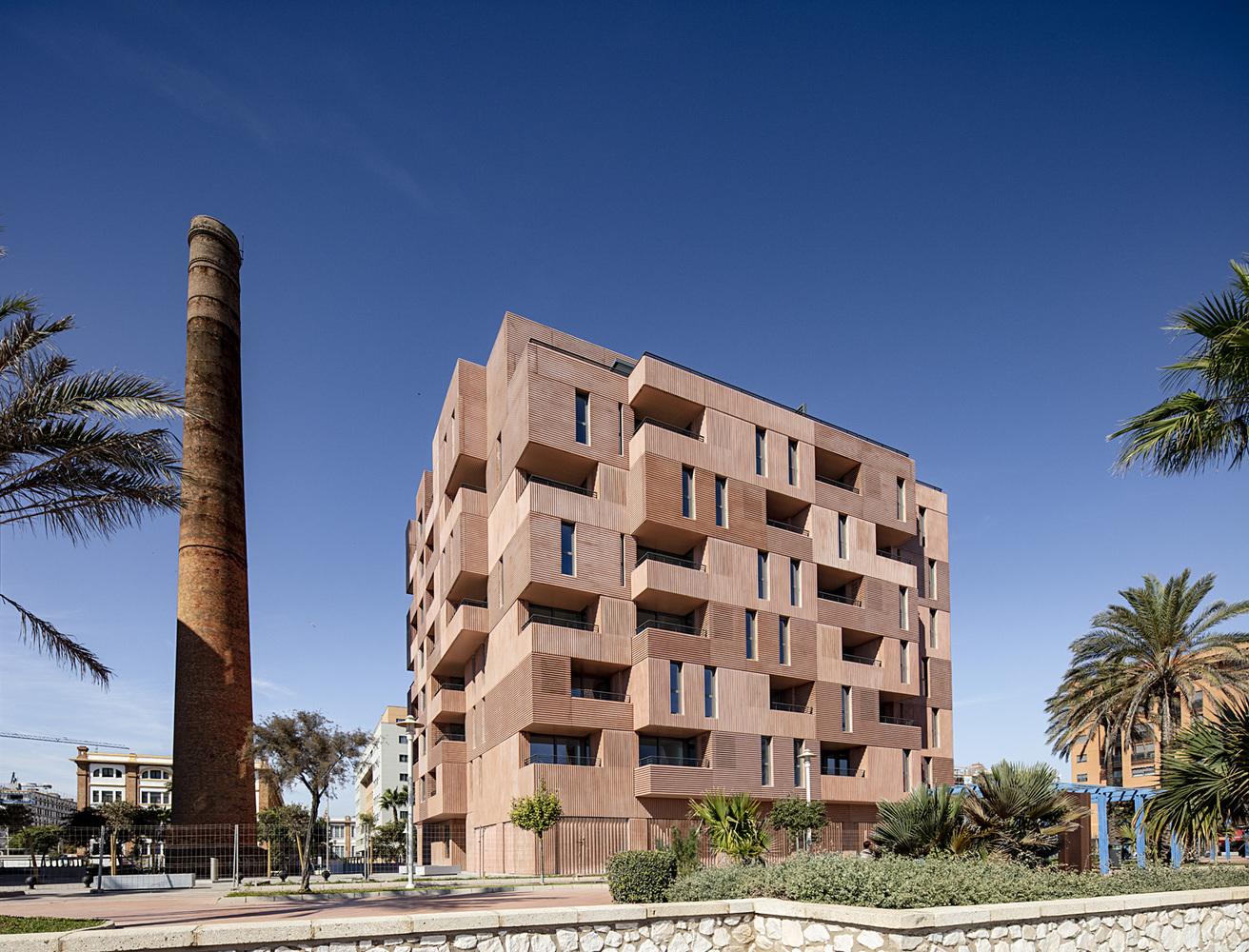 Building of 73 Apartments / Muñoz Miranda Architects