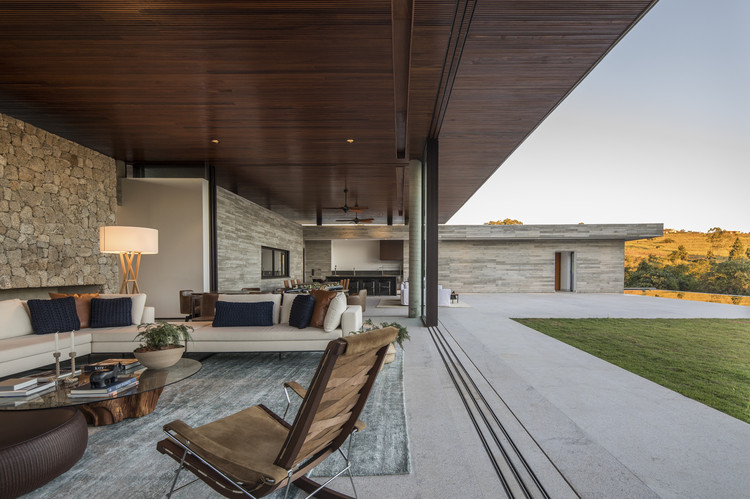 Casa das Pedras / Hueb Ferreira Arquitetos, © Maíra Acayaba