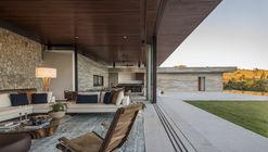 Casa das Pedras / Hueb Ferreira Arquitetos