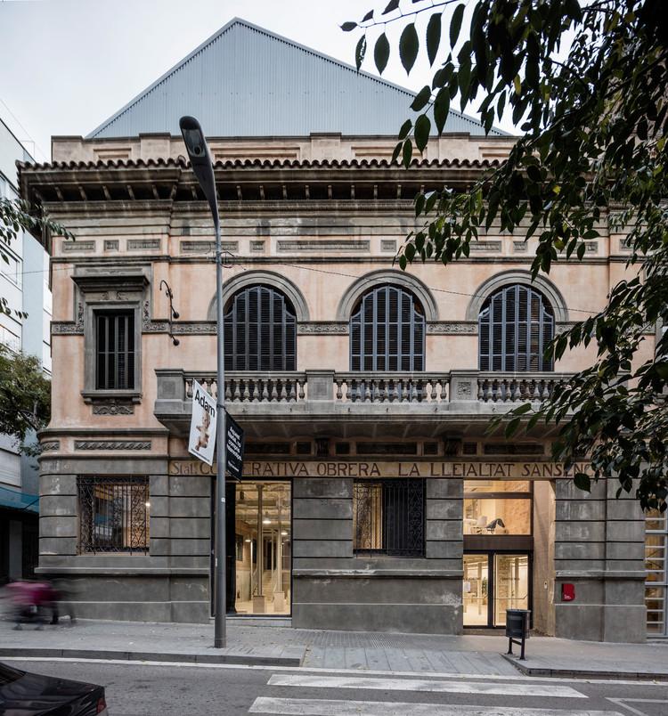 Estos son los ganadores del Premio Europeo de Intervención en el Patrimonio Arquitectónico AADIPA 2019, Centro Cívico Lleialtat Santsenca / HArquitectes. Image © Adrià Goula