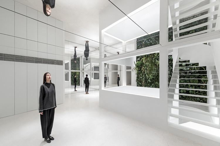 Edifício Comercial Mirror Garden / ARCHSTUDIO, Primeiro Pavimento. Imagem © Ning Wang