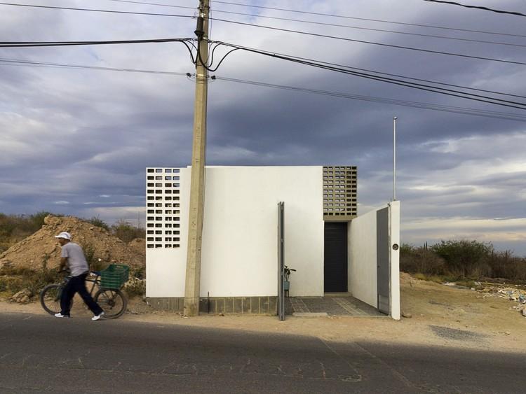Bigger House / Cubo Rojo Arquitectura, © Monocromo Atelier