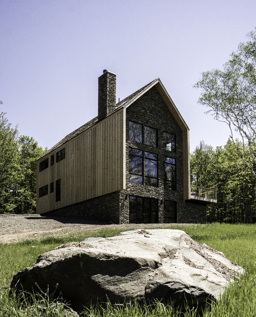 Cedar and Stone House / Mago Architecture
