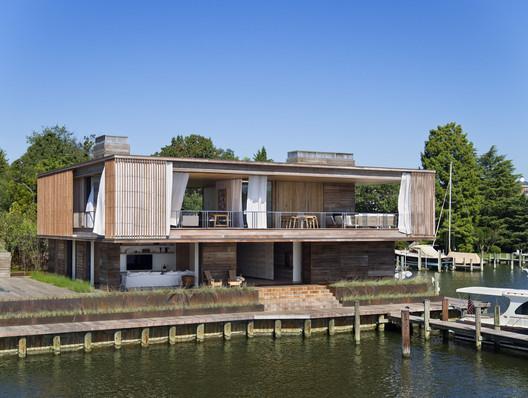 Acton Cove House / Bates Masi + Architects