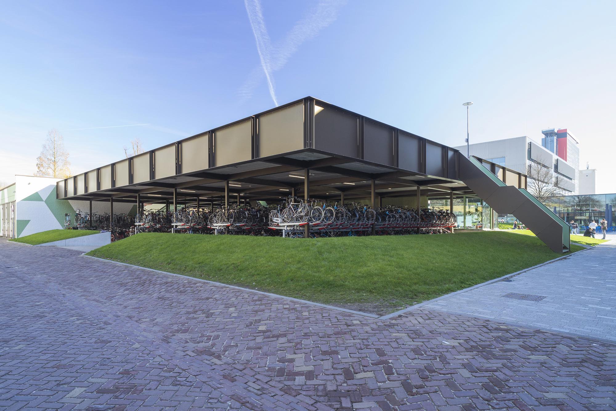 Coffee And Bikes Bureauvaneig Biq Architecten Archdaily