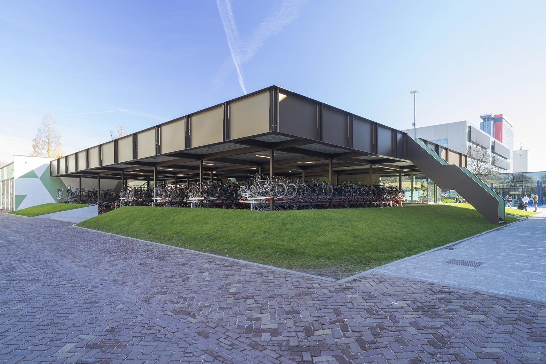 Coffee and Bikes / BureauVanEig + Biq architecten