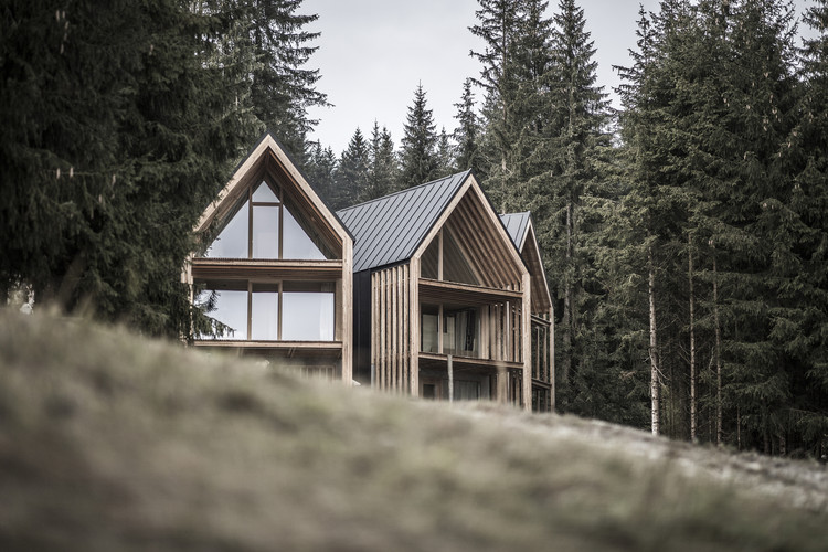 20 Hotels and Cabins Surrounded by Nature, Refugee Meranza / Architekt Andreas Gruber. Image © Wolfgang Scherzer