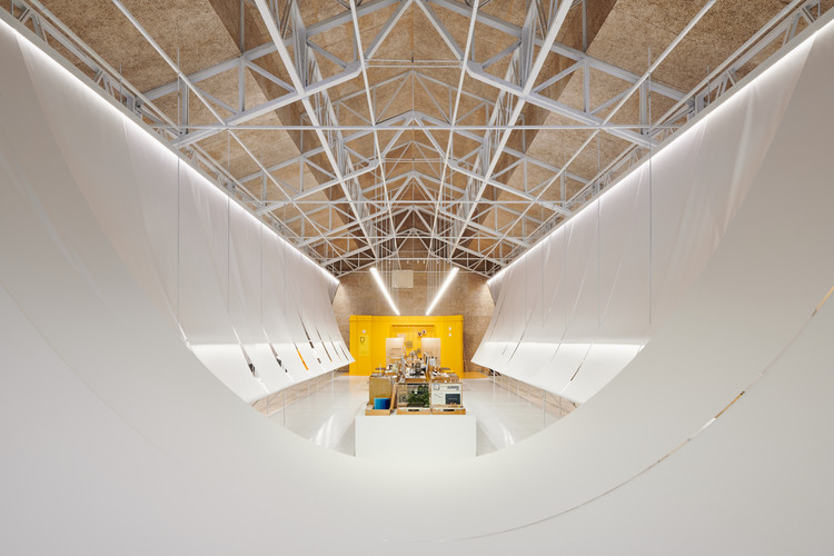 Paper Roof Exhibition Space / B+P Architects, © Studio Millspace