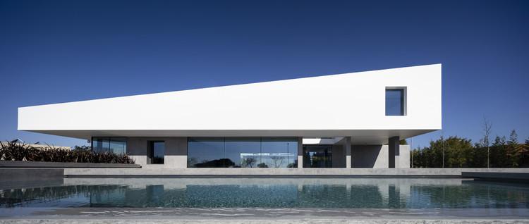 Belas Clube de Campo House / BICA Arquitectos, © Fernando Guerra | FG+SG
