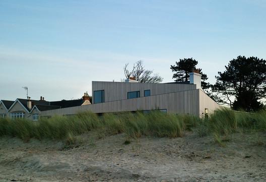 House on Burrow Beach / Plus Architecture
