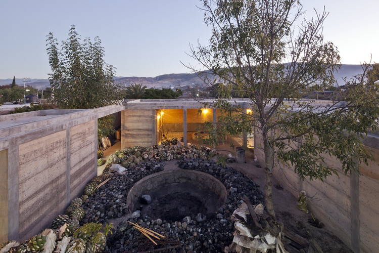 10 proyectos que se mimetizan en el contexto de Oaxaca, México, Industria Palenque Milagrito / Ambrosi-Etchegaray. Image © Onnis Luque
