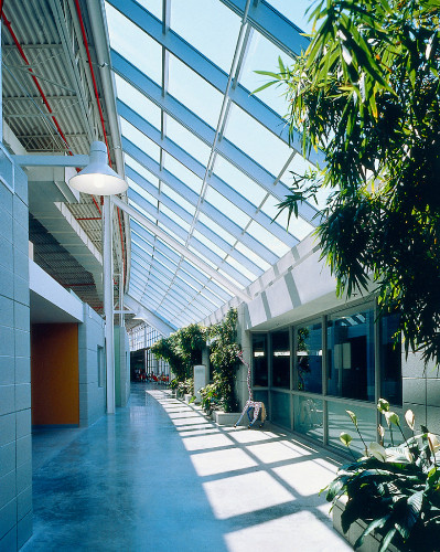 How Herman Miller's GreenHouse Inspired the Construction of Sustainable Buildings in the US, Herman Miller GreenHouse (interior), William McDonough, Holland, Michigan, 1995. Image Courtesy of Herman Miller Archives