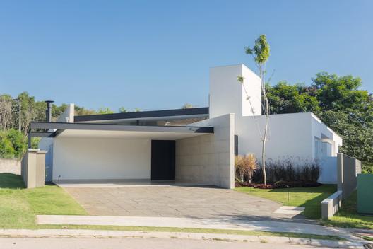 Casa Jabuticabeiras / Ricardo Ropelle Felippi Arquiteto