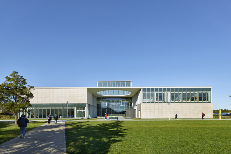SCCC Learning Resource Center  / ikon.5 architects, © Jeffrey Totaro