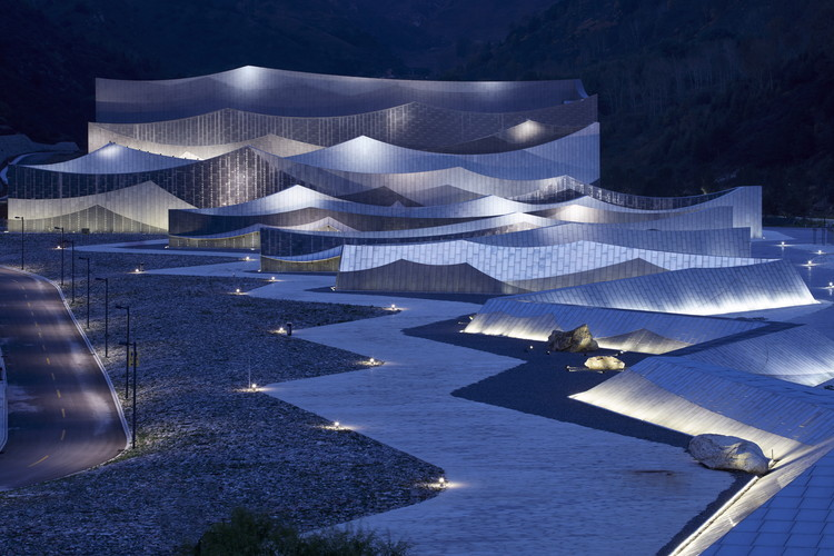 Encore Mount Wutai Theater / BIAD-ZXD ARCHITECTS, Exterior. Image © Xing Fu