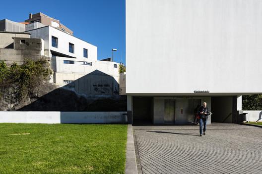Building in Travessa Alferes Malheiro / Franca Arquitectura
