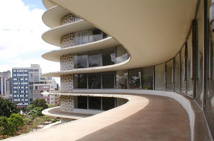 18 Lugares imperdíveis no Brasil e Portugal, segundo arquitetos de cada região, Edifício Niemeyer em Belo Horizonte. Image Cortesia de Carlos Alberto Maciel