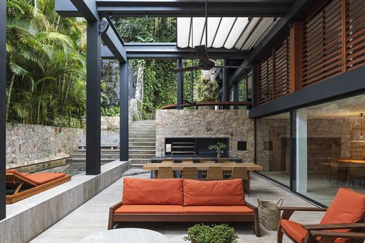 Casa ABK / Bernardes Arquitetura