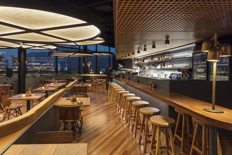 Adega Santiago Restaurant / Bernardes Arquitetura, © Leonardo Finotti