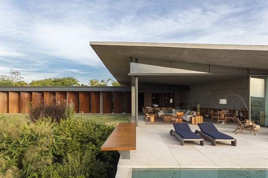 Origami House / Bernardes Arquitetura