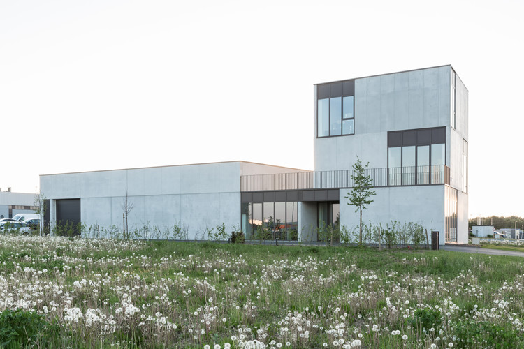 2perfection Office Building and Industrial Warehouse / RG architectes, © Maxime Vermeulen