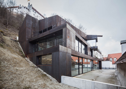 """Concrete meets Corten"" Residential and Office Building / Architekturbüro Leinhäupl + Neuber"