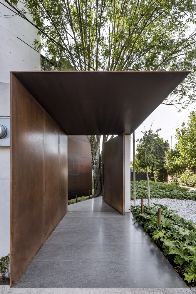 Gallery of Sierra Mimbres Building / Taller Hector Barroso - 17