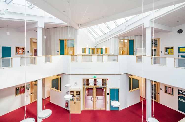 "Skälby学校,色彩斑斓的""三叶草"" / Max Arkitekter, © Mattias Hamrén"