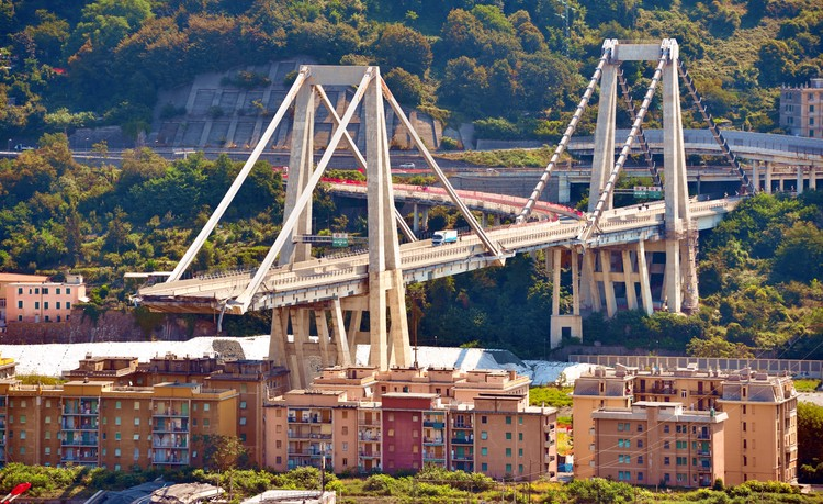 Remains of Genoa's Morandi Bridge Demolished, © maudanros / Shutterstock.com