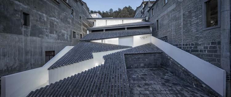 Hotel ANNSO Hill / STUDIO QI, harmonia do edifício e da floresta. Imagem © Weiqi Jin