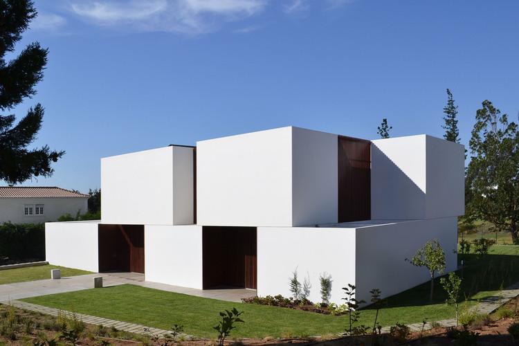 Casa en Belas Club de Campo / GGLL atelier, Cortesia de Gabriela Gonçalves e Miguel Malaquias