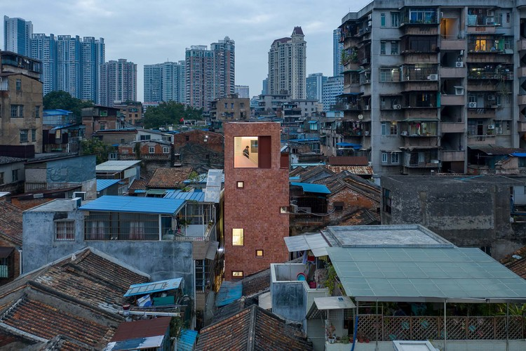 The Renovation of a Little House in a Historical Neighborhood of Guangzhou / URBANUS, aerial view. Image © Chao Zhang