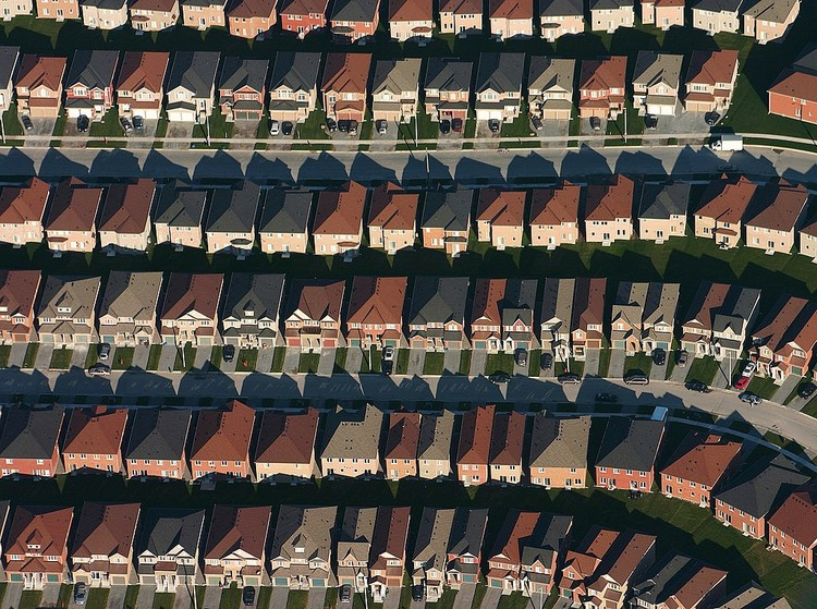 It's Time to End the Reign of Single-Family House Zoning, An aerial view of housing developments near Markham, Ontario. Image © IDuke, November 2005