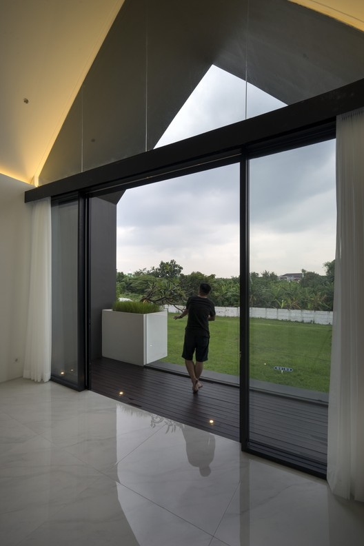 'HHH' House / Simple Projects Architecture | ArchDaily on Hhh Outdoor Living id=97188