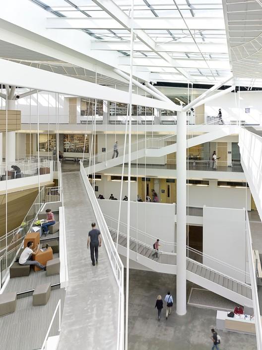 Collaborative Life Sciences Building & Skourtes Tower / CO Architects