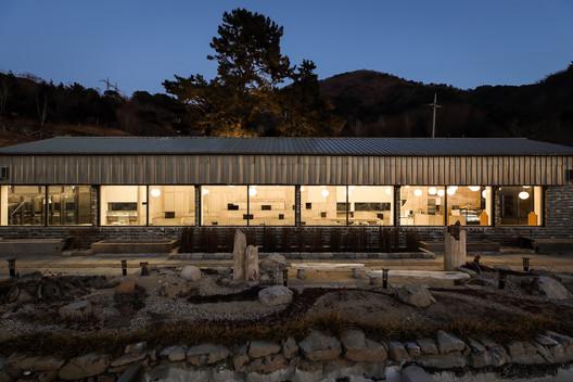 Botanic Museum Cafeteria / arche708