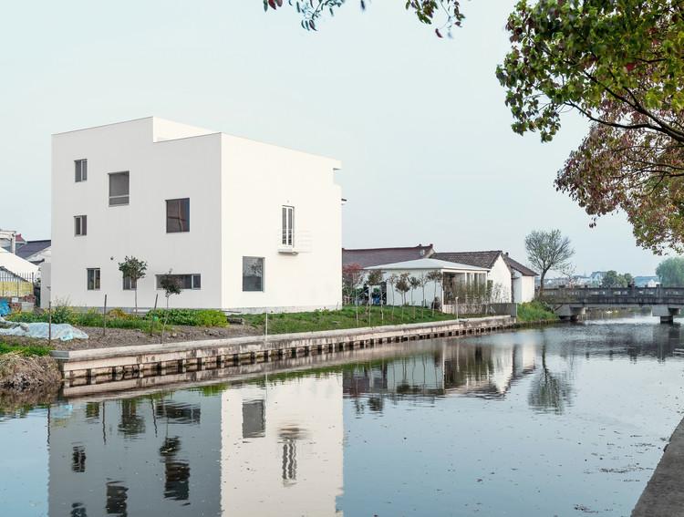 Datuan Villa / OFFICE COASTLINE, West-north view. Image © Alessandro Wang