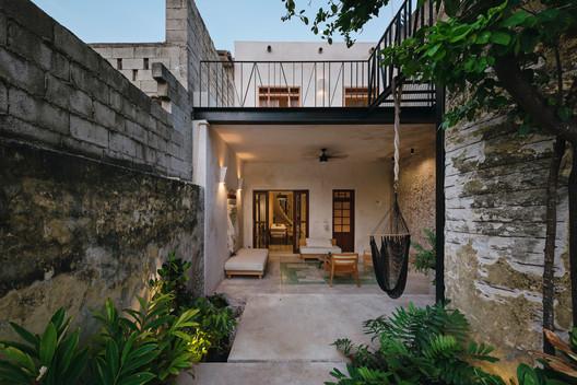 Deco House / Taller Mexicano de Arquitectura