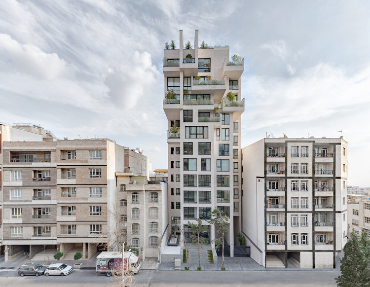 Cedrus Residential / Next Office–Alireza Taghaboni, © Majid Jahangiri