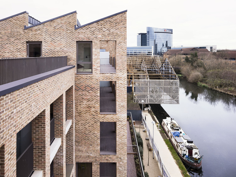 Brentford Lock West Housing / Mae Architects, © Rory Gardiner