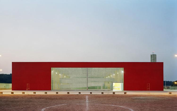 Arquitetura e educação: a construção de um espaço pedagógico, Escola Jardim Maria Helena III / +K. © Nelson Kon
