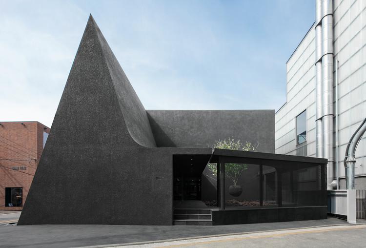 Juun.J Flagship Store / WGNB, © Yongjoon Choi