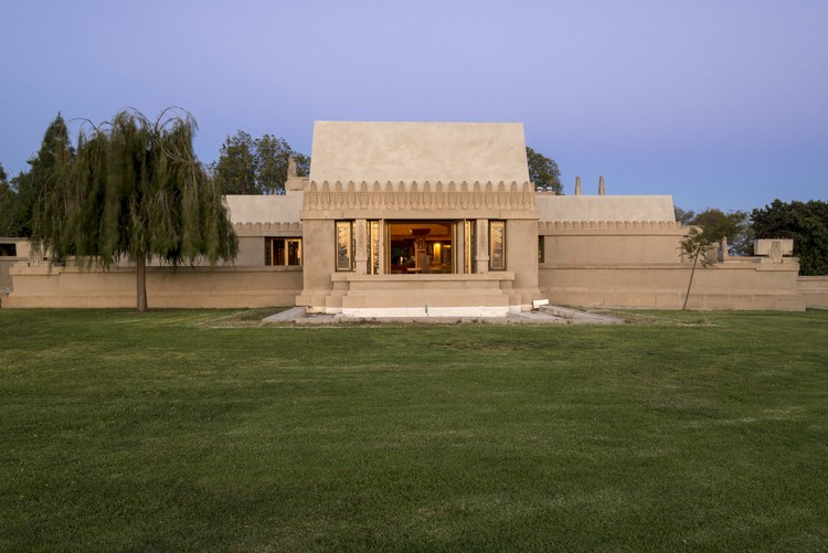 Hollyhock House. Image © Joshua White
